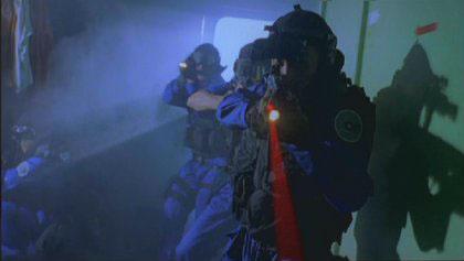 Shiri byder på masser af våben-isenkram og har tilmed et våben-indeks på dvd'en.