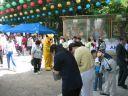 Selv Pikachu må jo fejre Buddha på behørig vis. Han stod og delte slik ud til børnene.